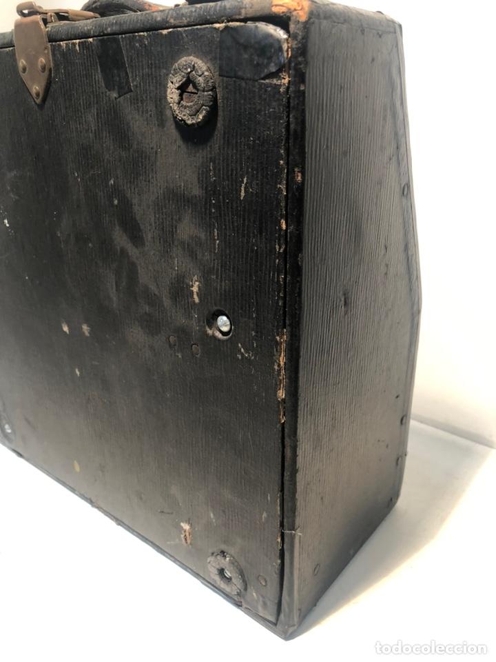 Antigüedades: RARA MAQUINA DE ESCRIBIR PORTABLE 2 ROYAL USA, COLOR MARRON. APROX 1930. - Foto 10 - 192148777
