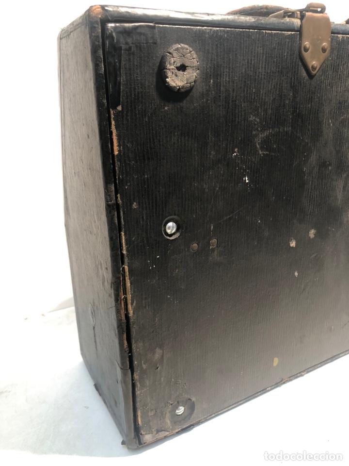 Antigüedades: RARA MAQUINA DE ESCRIBIR PORTABLE 2 ROYAL USA, COLOR MARRON. APROX 1930. - Foto 11 - 192148777