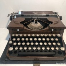 Antigüedades: RARA MAQUINA DE ESCRIBIR PORTABLE 2 ROYAL USA, COLOR MARRON. APROX 1930.. Lote 192148777