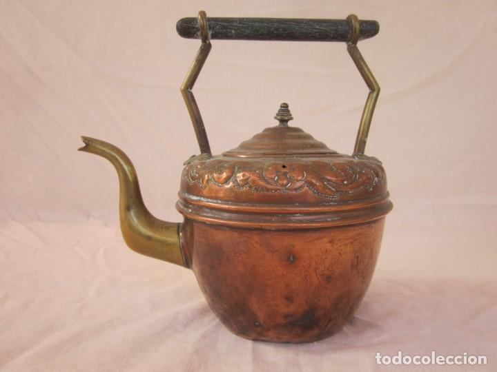 Antigüedades: ANTIGUA TETERA CON BASE DE BRONCE. - Foto 2 - 192268531