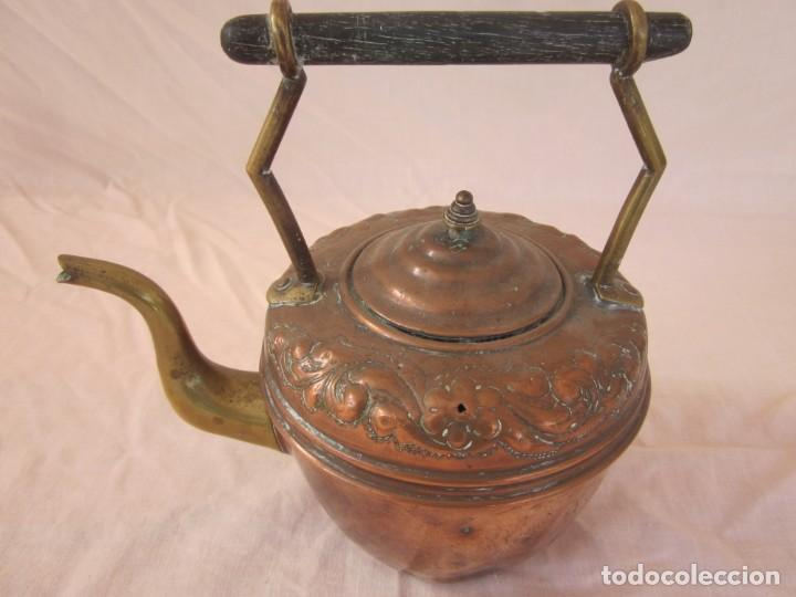 Antigüedades: ANTIGUA TETERA CON BASE DE BRONCE. - Foto 3 - 192268531