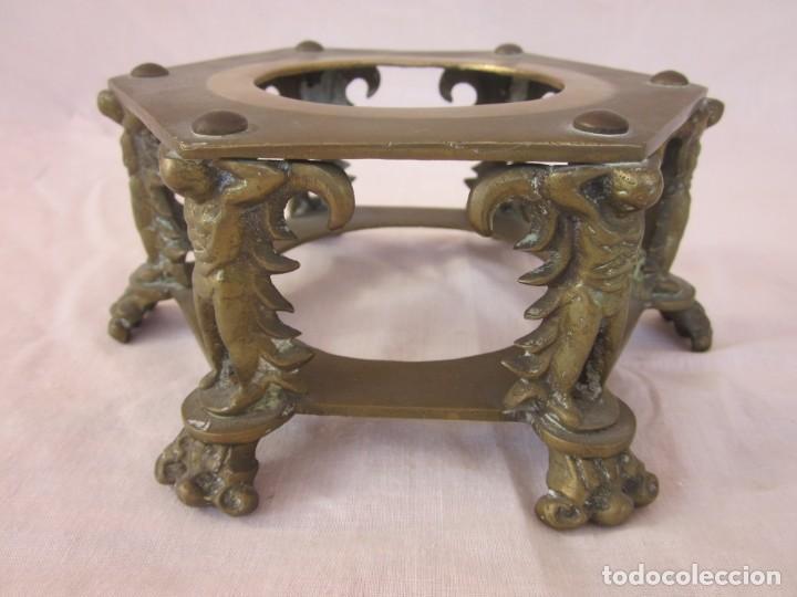 Antigüedades: ANTIGUA TETERA CON BASE DE BRONCE. - Foto 4 - 192268531
