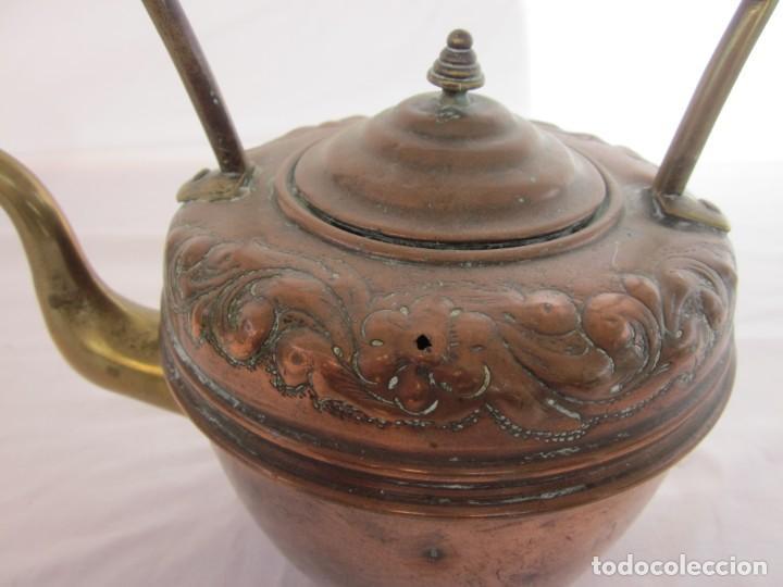 Antigüedades: ANTIGUA TETERA CON BASE DE BRONCE. - Foto 6 - 192268531