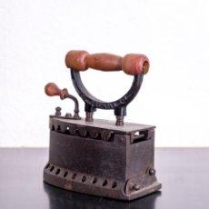Antigüedades: PLANCHA ANTIGUA DE HIERRO. Lote 192356572