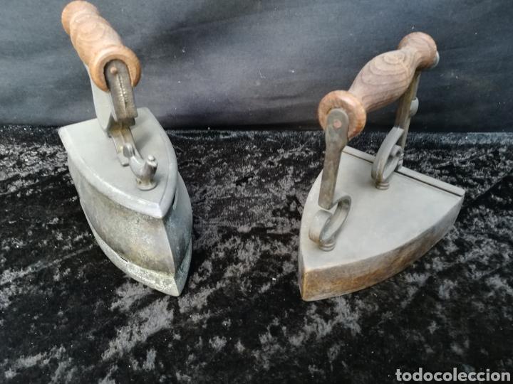 2 PLANCHAS DE BRONCE ENVEJECIDO (Antigüedades - Técnicas - Planchas Antiguas - Varios)