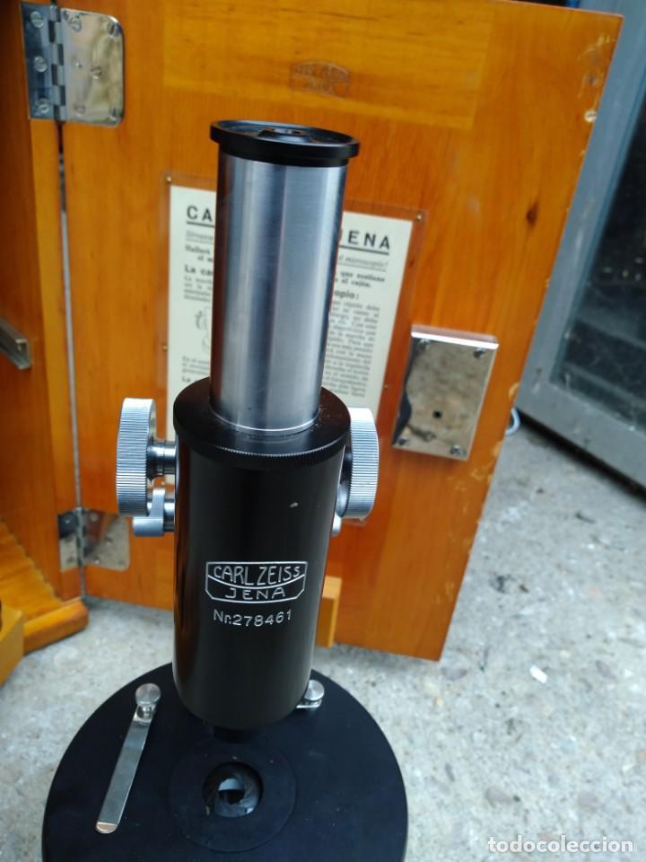 Antigüedades: Microscopio Carl Zeiss Jena S XX Medidas caja 23 cm x 22 cm x 37 cm altura microscopio 33 x 21cm. - Foto 2 - 192444463