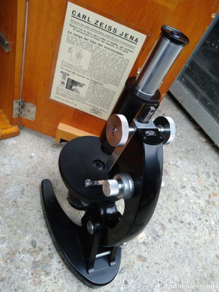 Antigüedades: Microscopio Carl Zeiss Jena S XX Medidas caja 23 cm x 22 cm x 37 cm altura microscopio 33 x 21cm. - Foto 3 - 192444463