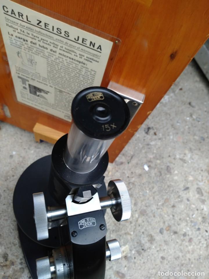 Antigüedades: Microscopio Carl Zeiss Jena S XX Medidas caja 23 cm x 22 cm x 37 cm altura microscopio 33 x 21cm. - Foto 4 - 192444463