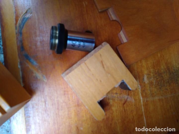 Antigüedades: Microscopio Carl Zeiss Jena S XX Medidas caja 23 cm x 22 cm x 37 cm altura microscopio 33 x 21cm. - Foto 8 - 192444463
