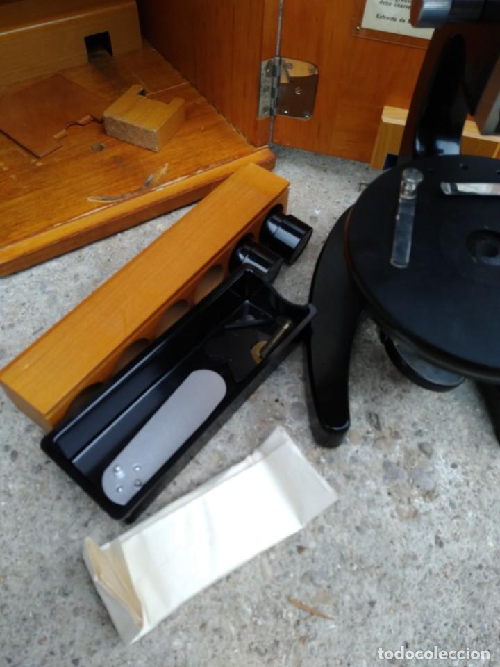 Antigüedades: Microscopio Carl Zeiss Jena S XX Medidas caja 23 cm x 22 cm x 37 cm altura microscopio 33 x 21cm. - Foto 9 - 192444463