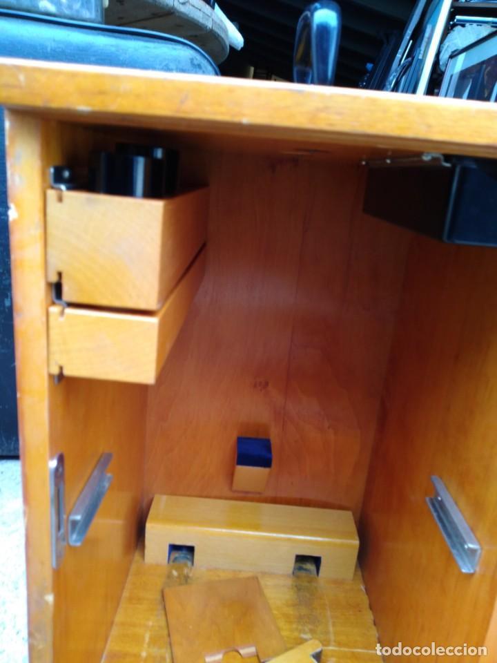Antigüedades: Microscopio Carl Zeiss Jena S XX Medidas caja 23 cm x 22 cm x 37 cm altura microscopio 33 x 21cm. - Foto 10 - 192444463