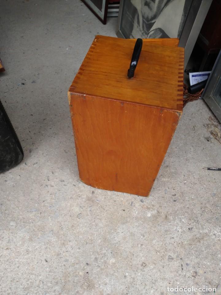 Antigüedades: Microscopio Carl Zeiss Jena S XX Medidas caja 23 cm x 22 cm x 37 cm altura microscopio 33 x 21cm. - Foto 11 - 192444463