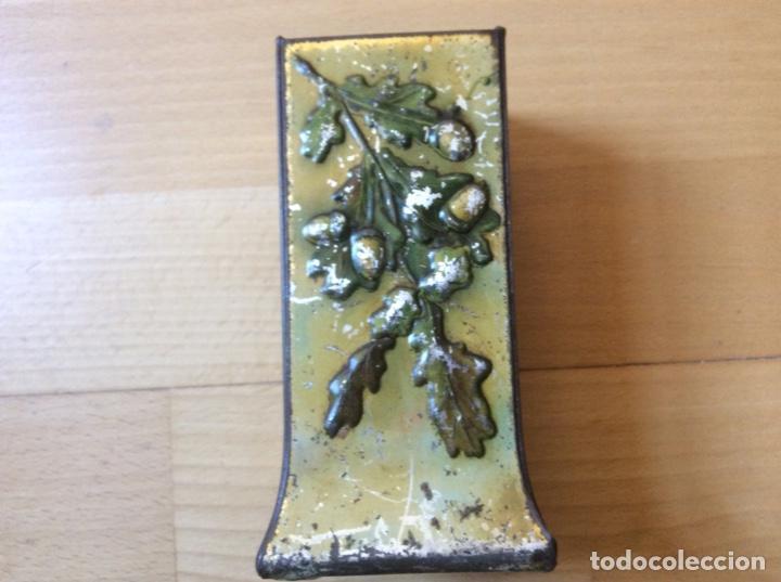 Antigüedades: Bote de hojalata policromado en relieve. - Foto 2 - 192546136