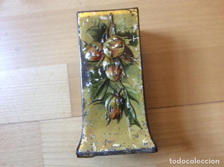 Antigüedades: Bote de hojalata policromado en relieve. - Foto 3 - 192546136