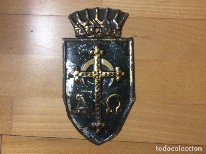 ESCUDO EN HOJALATA POLICROMADO (Antigüedades - Técnicas - Cerrajería y Forja - Varios Cerrajería y Forja Antigua)