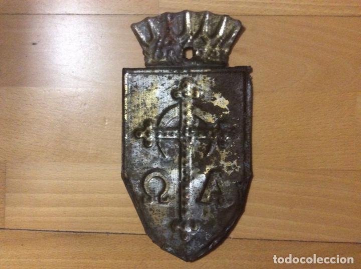 Antigüedades: Escudo en hojalata policromado - Foto 5 - 192580793