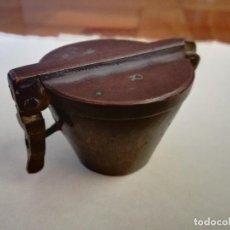 Antigüedades: PONDERALES DE VASOS PARA PESAR POLVO DE ORO. SIGLO XVII - XVIII - BRONCE - COMPLETO. Lote 192684435