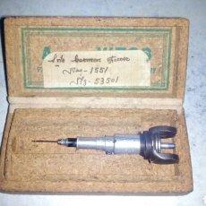 Antigüedades: AGUJA DE MAQUINA DE PUNTO DE MEDIAS VITOS. Lote 192737580