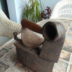 Antigüedades: ANTIGUA PLANCHA DE CARBÓN TIPO CHIMENEA UC. Lote 192756497