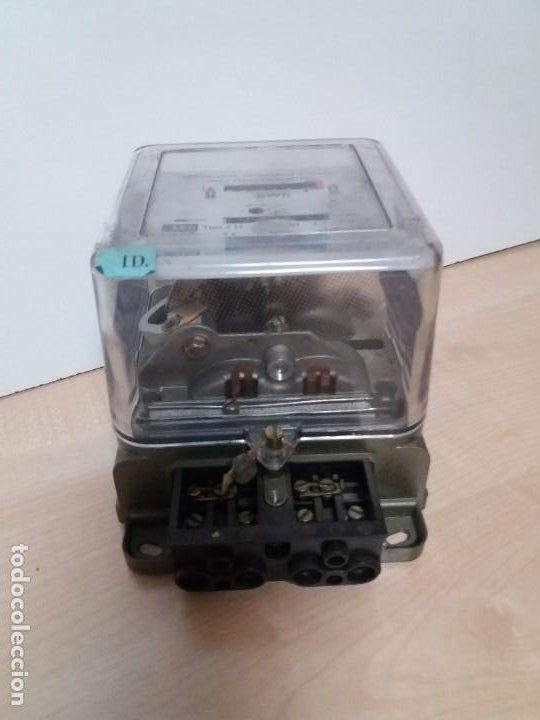 Antigüedades: ANTIGUO CONTADOR ELECTRICO AEG VINTAGE AÑOS 70 MUY DECORATIVO - Foto 5 - 192781273