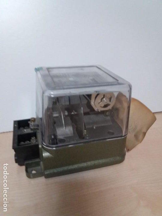 Antigüedades: ANTIGUO CONTADOR ELECTRICO AEG VINTAGE AÑOS 70 MUY DECORATIVO - Foto 7 - 192781273