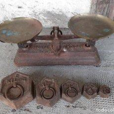 Antigüedades: BALANZA PARA 2 KILOGRAMOS CON PONDERALES. Lote 192798816