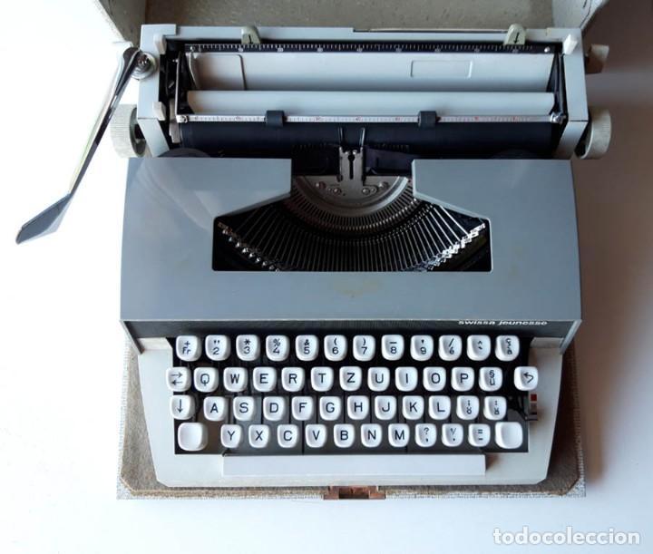 Antigüedades: Swissa Jeunesse, máquina de escribir de los años 60, con maletín original - Foto 2 - 192817041