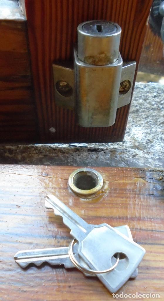 Antigüedades: Cierre de ventana, con llave,anclaje, traido años 70 de Inglaterra como repuestos a los que tengo - Foto 4 - 192818895
