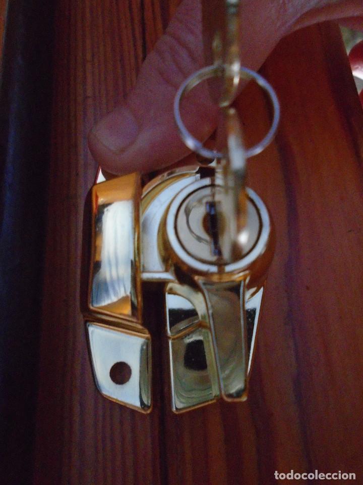 Antigüedades: Cierre de ventana, con llave,anclaje, traido años 70 de Inglaterra como repuestos a los que tengo - Foto 4 - 192819212