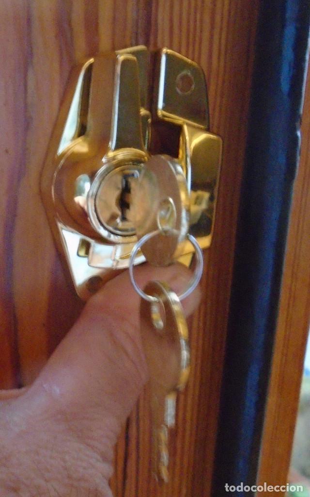 Antigüedades: Cierre de ventana, con llave,anclaje, traido años 70 de Inglaterra como repuestos a los que tengo - Foto 5 - 192876225