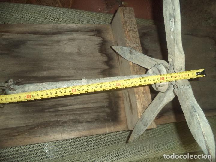 Antigüedades: Ancla de hierro forjado con su cadena perfecta pesa unos 20 kg aprox - Foto 6 - 192928436