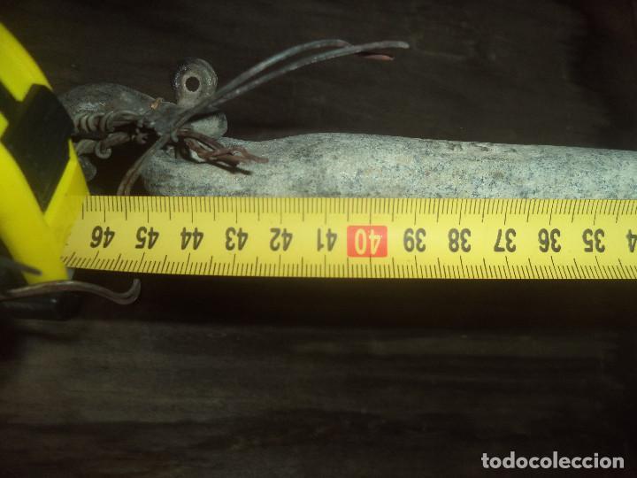 Antigüedades: Ancla de hierro forjado con su cadena perfecta pesa unos 20 kg aprox - Foto 8 - 192928436