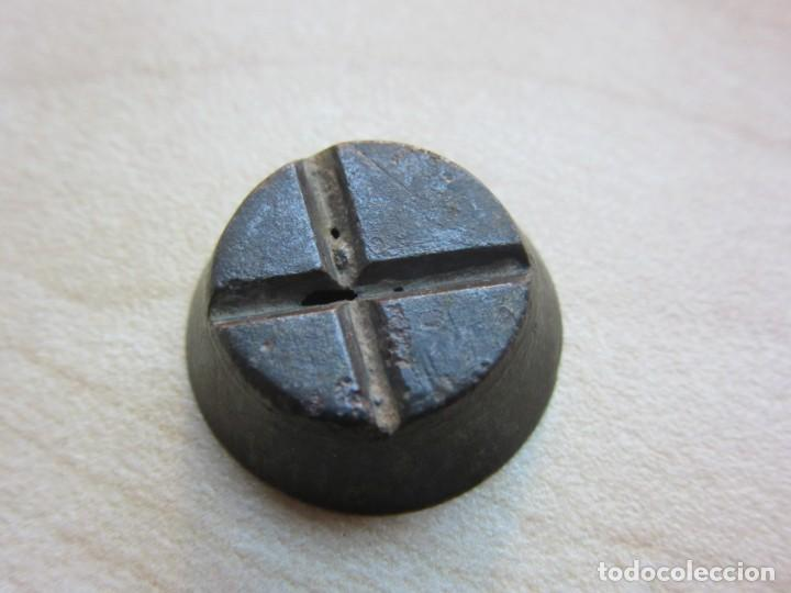 Antigüedades: Ponderal anidado Peso 3,5 gr Medidas 1,7 x 0,6 cm Posible S XVIII - Foto 3 - 192999610