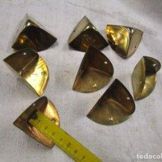 Antigüedades: RESTAURACION BAULES MALETAS CAJAS ETC - LOTE 8 CANTONERAS ESQUINEROS LATONADOS, DE LOS 30'S + INFO. Lote 218266970