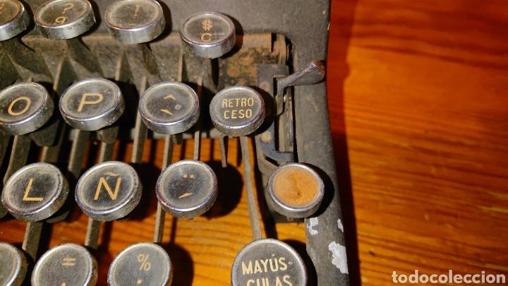Antigüedades: Máquina de escribir hispano olivetti, años 50 - Foto 10 - 193015606
