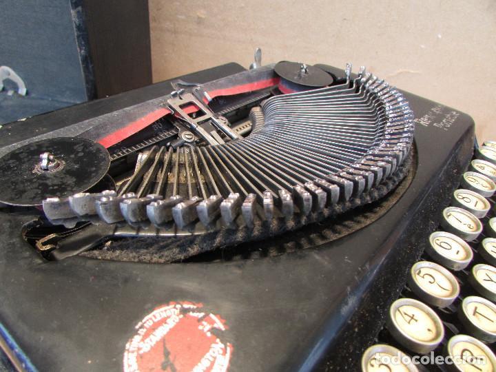 Antigüedades: Máquina de escribir REMINGTON del año 1929. Portátil. Con maleta. Funciona - Foto 11 - 193205047
