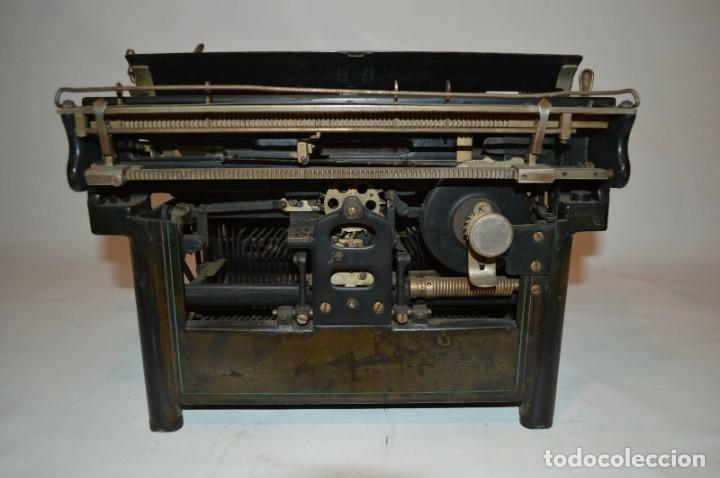 Antigüedades: MAQUINA DE ESCRIBIR URANIA AÑO1921 - Foto 3 - 193233676