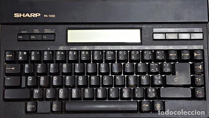Antigüedades: Maquina de escribir electronica SHARP PA-1050. - Foto 2 - 193267837