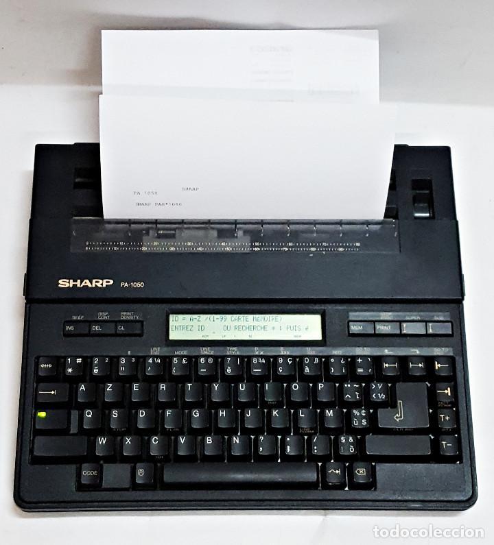 Antigüedades: Maquina de escribir electronica SHARP PA-1050. - Foto 16 - 193267837