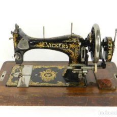 Antigüedades: MAQUINA DE COSER VICKERS AÑO 1915 LONDRES NAHMASCHINE SEWING MACHINE. Lote 193277673