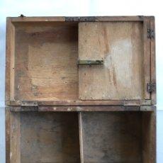 Antigüedades: CAJA DE MADERA DE BARBERO.. Lote 193328991