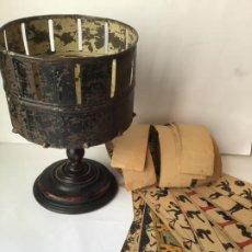 Antigüedades: ANTIGUO ZOOTROPO FINAL SIGLO XIX , CON 21 TIRAS DE IMAGENES DE LA EPOCA , INCREIBLE. Lote 193429360