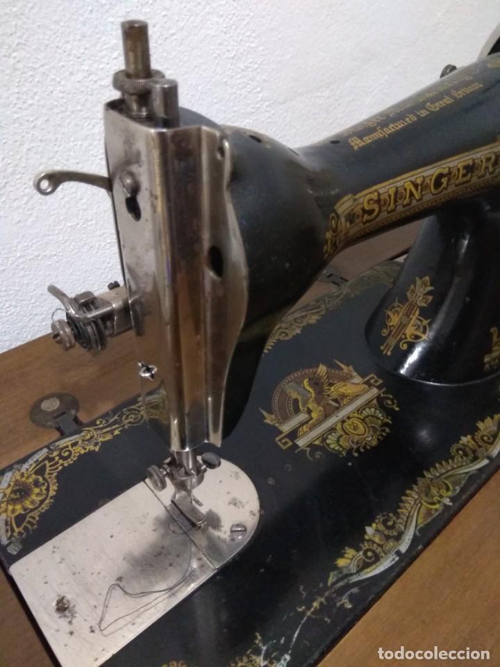 MAQUINA DE COSER SINGER ANTIGUA CON MUEBLE (Antigüedades - Técnicas - Máquinas de Coser Antiguas - Singer)