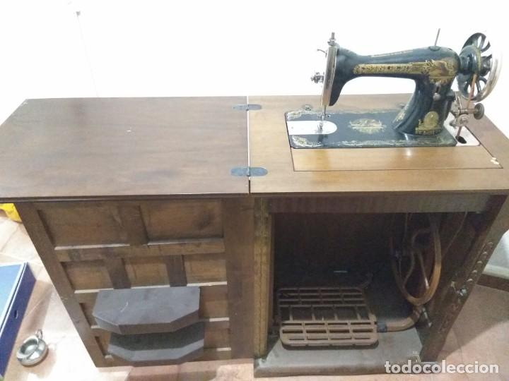 Antigüedades: Maquina de coser Singer antigua con mueble - Foto 5 - 193440075