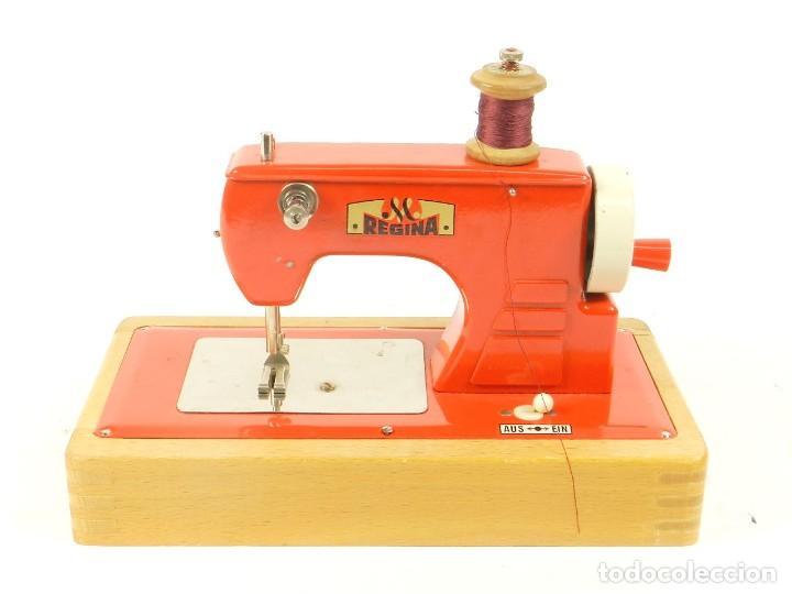 ANTIGUA MAQUINA DE COSER DE JUGUETE REGINA AÑO 1960 (Antigüedades - Técnicas - Máquinas de Coser Antiguas - Otras)