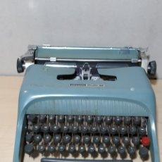 Antigüedades: MÁQUINA DE ESCRIBIR OLIVETTI STUDIO 44 CON MALETA - AÑOS 50. Lote 193568750
