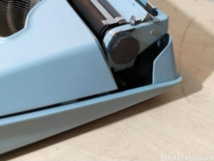 Antigüedades: Máquina de escribir portátil Remington Holiday azul - años 60 - Foto 3 - 193569868