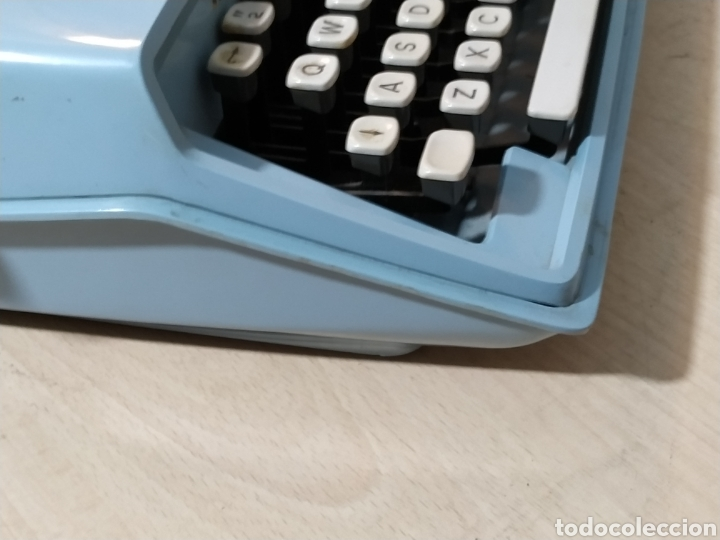Antigüedades: Máquina de escribir portátil Remington Holiday azul - años 60 - Foto 7 - 193569868