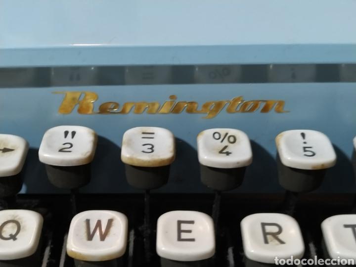 Antigüedades: Máquina de escribir portátil Remington Holiday azul - años 60 - Foto 9 - 193569868