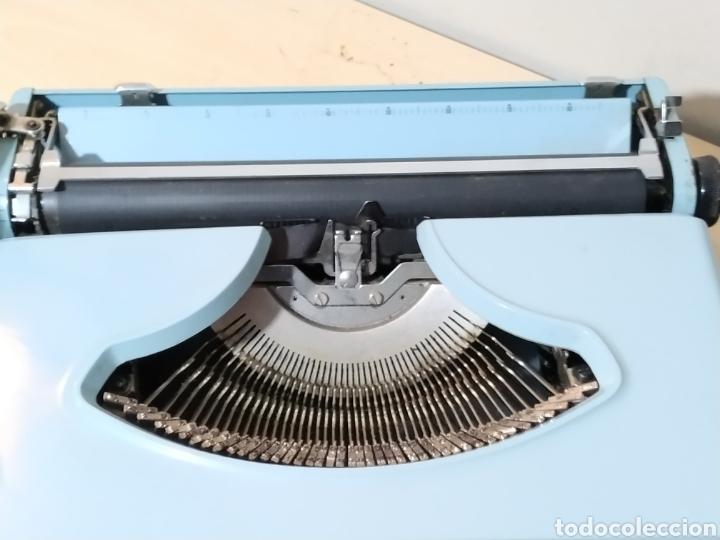 Antigüedades: Máquina de escribir portátil Remington Holiday azul - años 60 - Foto 11 - 193569868